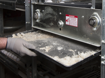 Easily removable trays below the mini rod conveyor collect foreign matter.